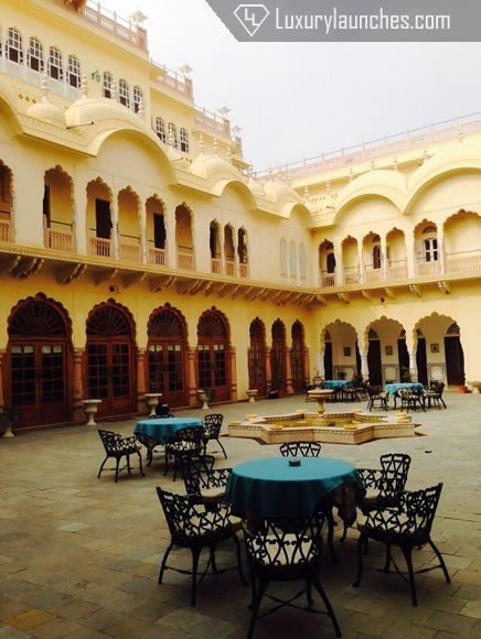 The stunning, cream-toned Mahal and its courtyard