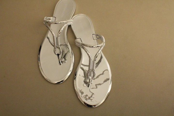 Emporio-BCBG-thong-slippers