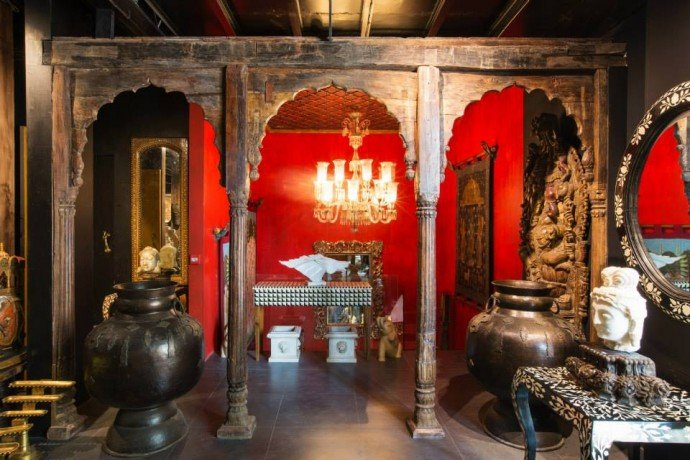 The Big Door A Luxurious Interiors And Jewellery Store In