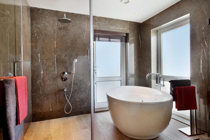 fountainhead-master-bathroom