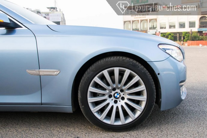 19-inch alloy wheels exclusive to the ActiveHybrid 7