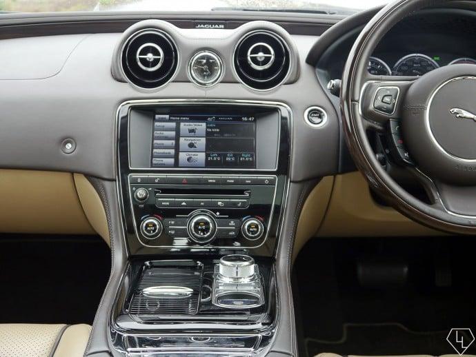 2015-jaguar-xj-center-console