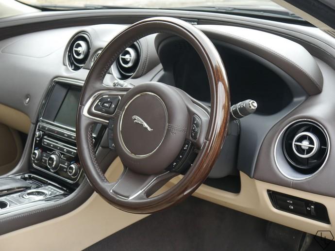 2015-jaguar-xj-dynamic-steering