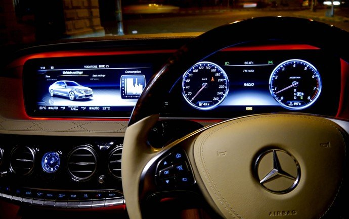 mercedes-s500-cabin-red