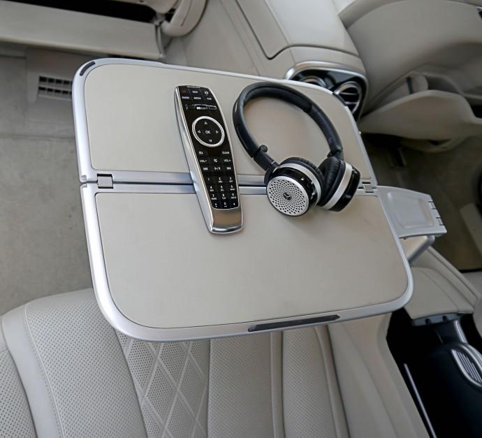 mercedes-s500-interiors-headphones