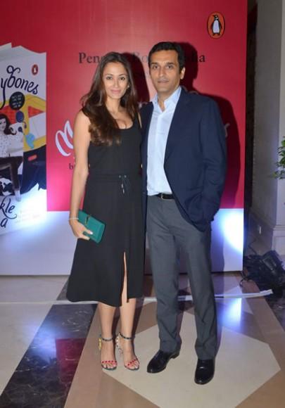 Mrs-Funnybones marks Twinkle Khanna foray (2)