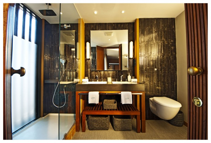 Aqua Mekong Design Suite Bathroom -1