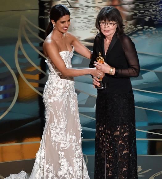 See pics: Priyanka Chopras Oscars 2016 jewels worth $8
