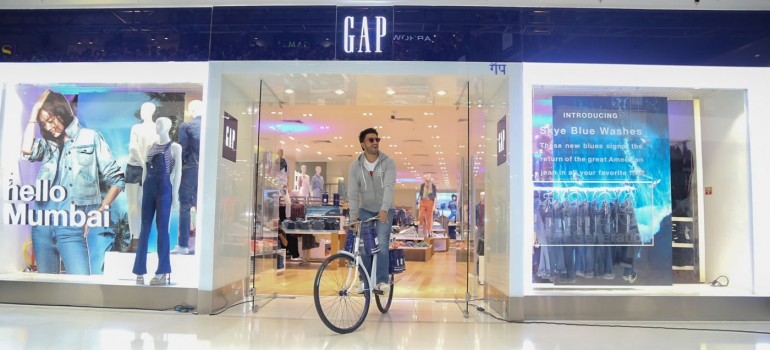 Ranveer Singh Launches the Gap store at Oberoi Mall in true dabbawalla style