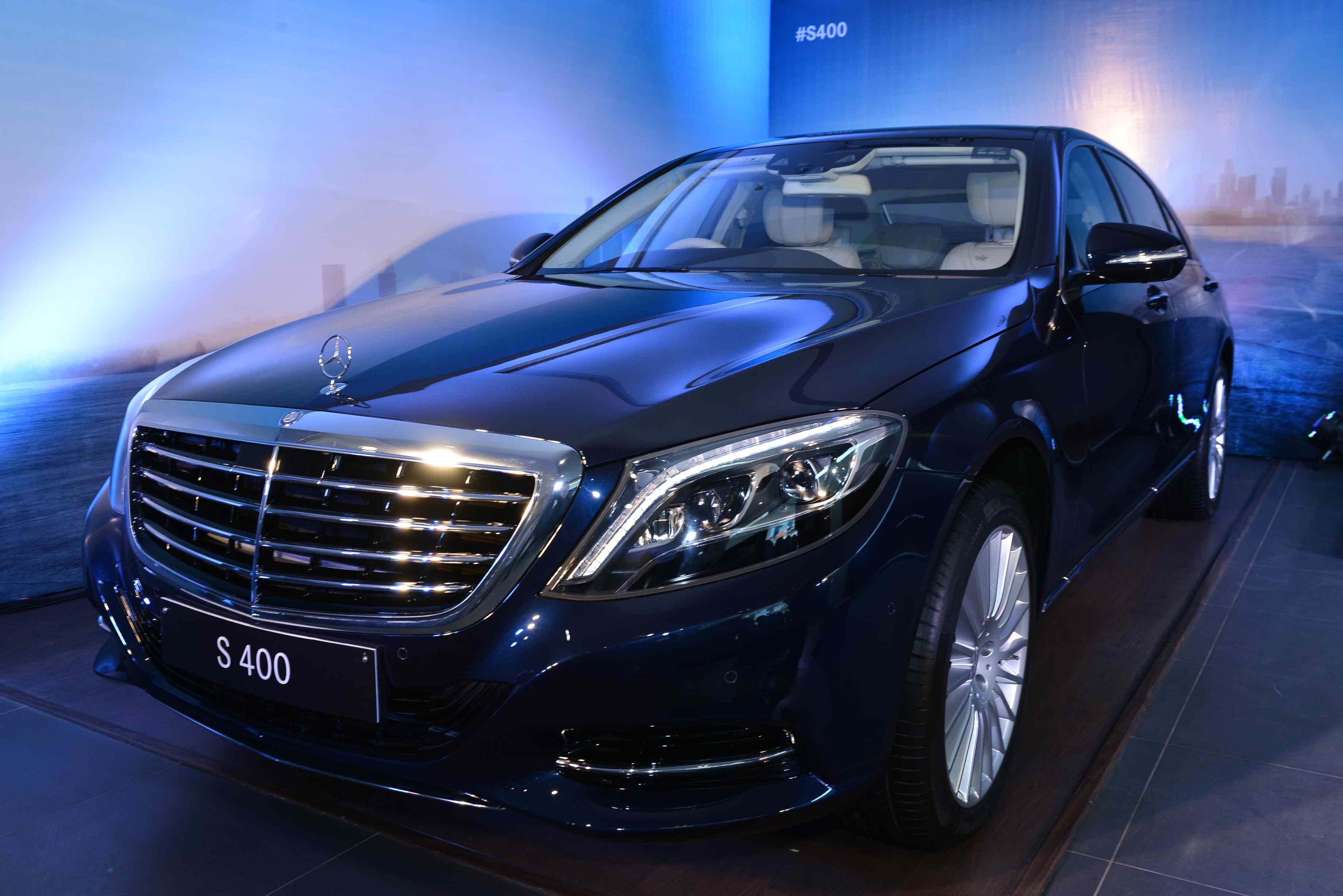 Mercedes benz enhances its lineup with the luxurious s 400 for Mercedes benz 400