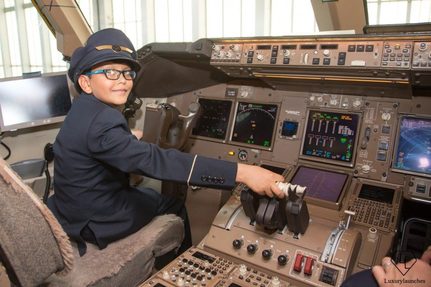 Indian-boy-makes-Lufthansa-first-in-flight-announcemen (11)