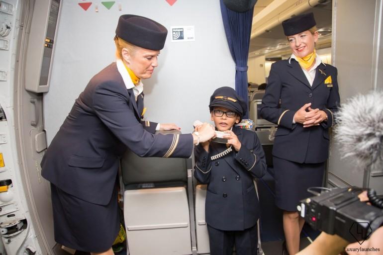 Indian-boy-makes-Lufthansa-first-in-flight-announcemen (14)