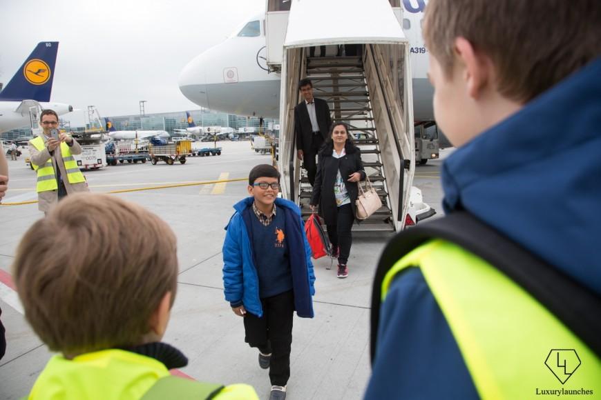 Indian-boy-makes-Lufthansa-first-in-flight-announcemen (2)