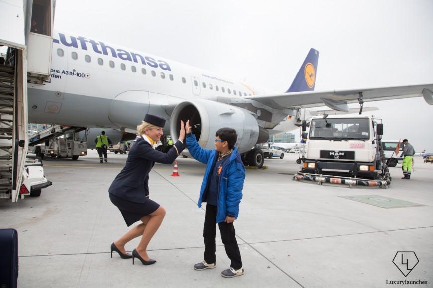 Indian-boy-makes-Lufthansa-first-in-flight-announcemen (6)