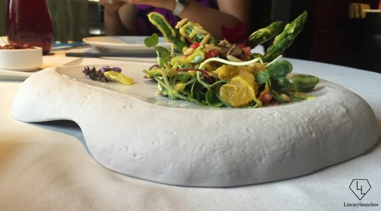 Salad of seared 'Bai-Ling' mushrooms, truffle and asparagus
