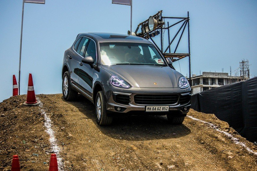 porsche cayenne hand on off roading review when extreme. Black Bedroom Furniture Sets. Home Design Ideas