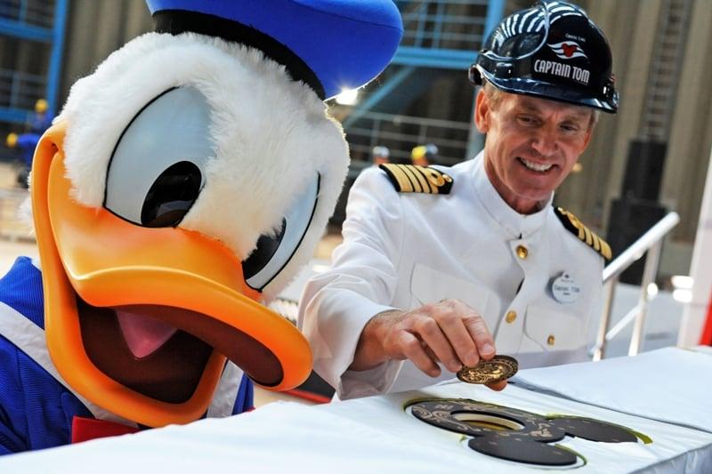 Disney_cruise_ship