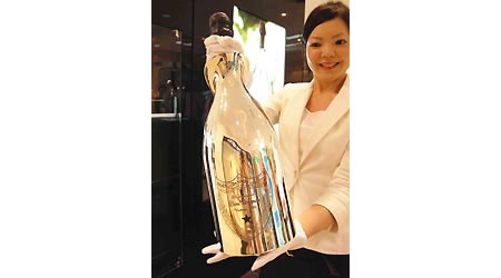 matsuzakaya department store sells dom perignon champagne for 11 005 per bottle. Black Bedroom Furniture Sets. Home Design Ideas