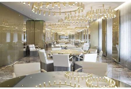 Dolce and gabbana 39 s gold restaurant in milan is dazzling for Arredamento sala ristorante