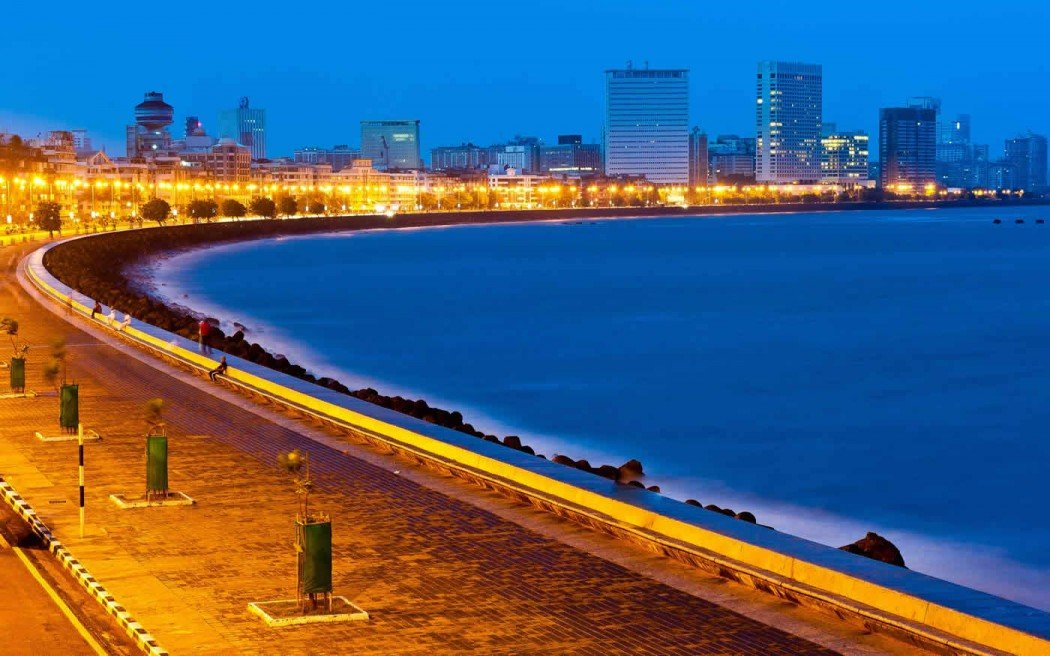 The gorgeous Marine drive also known as the Queen's Necklace in Mumbai.