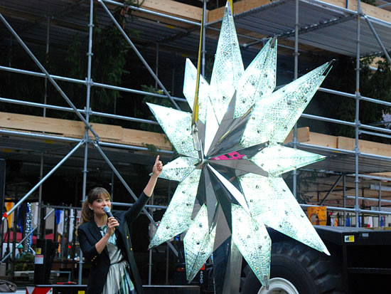 Swarovski Star With 25 000 Crystals To Adorn The 2012