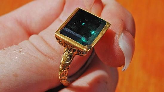10-carat-emerald-ring