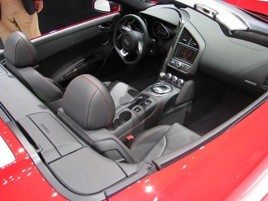 2011-Audi-R8-5.2-Spyder-quattro-V10-4-thumb-550x412