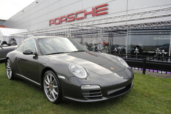 2011-Porsche-911-Limited-Edition-Gelderland-thumb-550x366