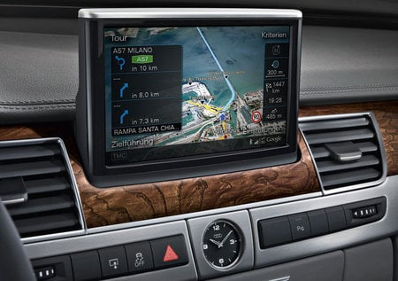 2011_Audi_A8_navigation_system-thumb-450x317