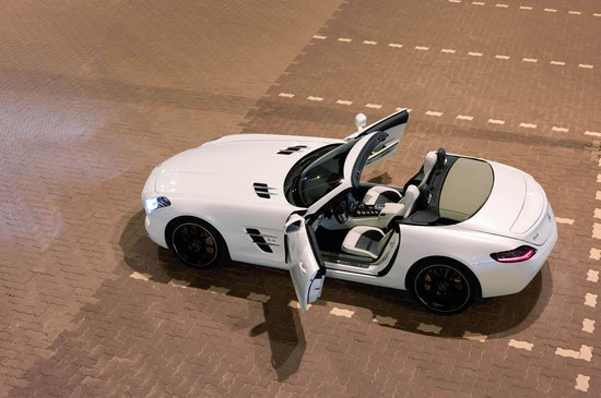 2012-Mercedes-Benz-SLS-AMG-Roadster-8-thumb-550x365
