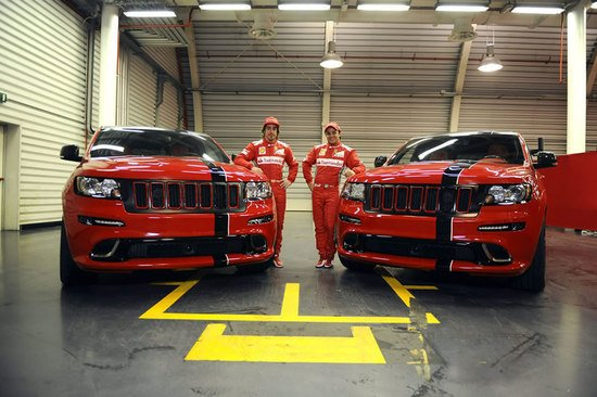 2012_Jeep_Grand_Cherokee_SRT8-thumb-550x366