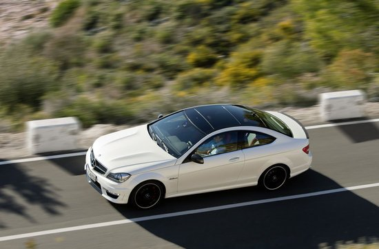 2012_mercedes_benz_c63_amg_coupe_2-thumb-550x361