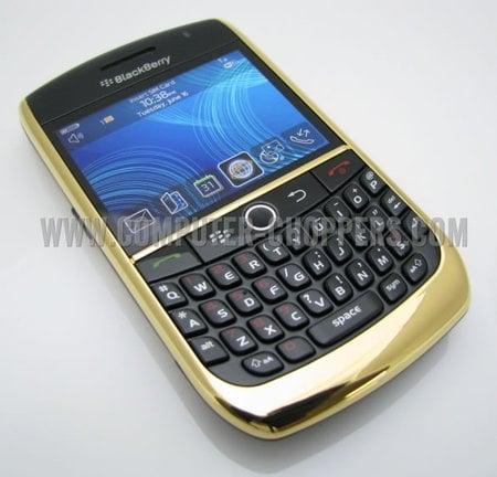 24kt_Gold_Blackberry_8900_2-thumb-450x432