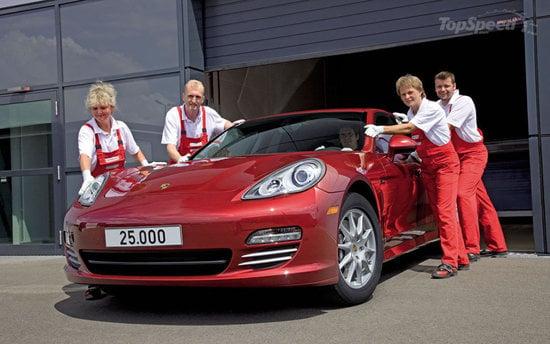 25000th-Porsche-Panamera-1-thumb-550x344