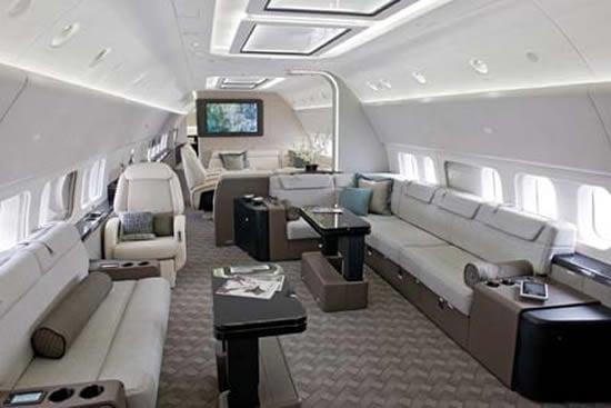 Boeing_BBJ_737-700_1
