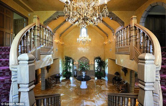Britney Spears Buys A Luxury Mansion In The Upscale Hidden