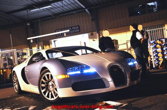 Bugatti-Veyron-inside-supermarket-in-France5-thumb-550x365