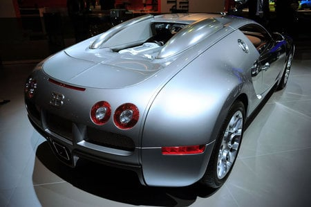 Bugatti_Veyron2-thumb-450x299