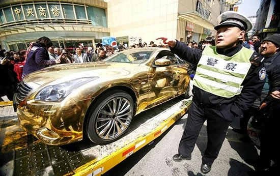 Chinese-Gold-wrapped-Infiniti-G-37-1