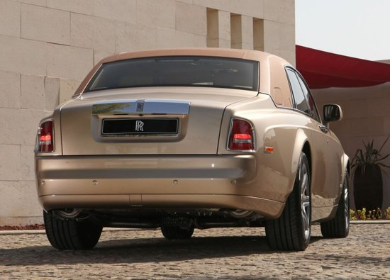 Customized_2010_RollsRoyce_Phantom4-thumb-550x395