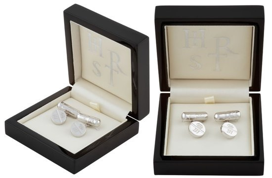 Damien-Hirst's-custom-made-silver-pill-cufflinks-thumb-550x361