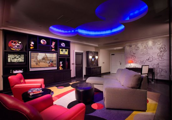 Disneyland Hotel At Anaheim California Gets Itself A Mickey Mouse Penthouse