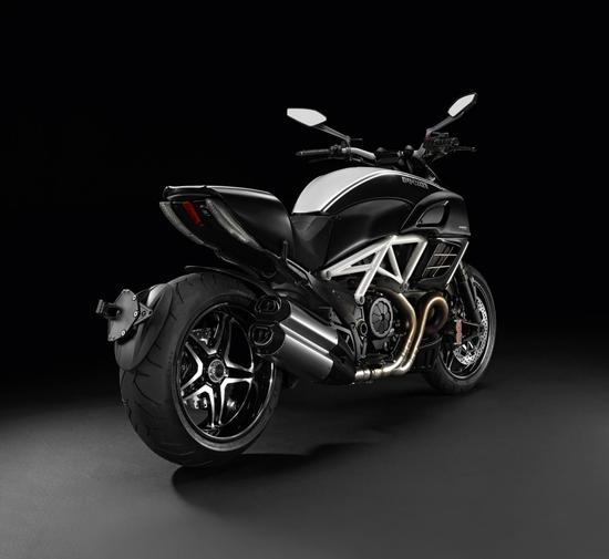 Ducati-Diavel-AMG-Special-Edition-2-thumb-550x505