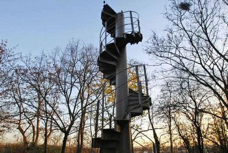 Eiffel_Tower_staircase-thumb-450x301
