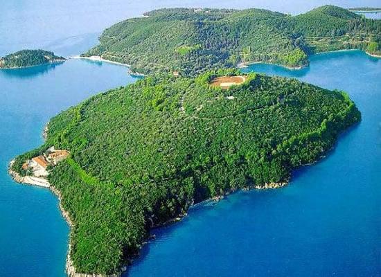Giorgio_Armani_Greek_Island