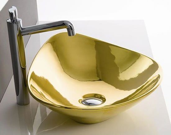 Gold-Colored-Bathroom-Fixtures-3
