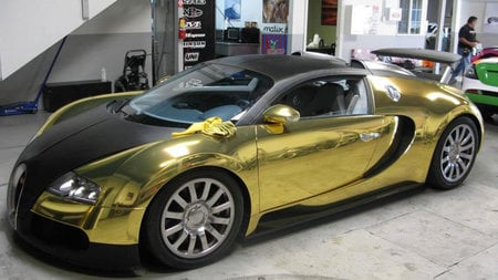 gold bugatti veyron dazzles at the 2009 gumball rally -