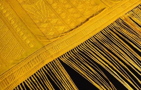 Gold_Spider_Silk_Tapestry-thumb-450x287
