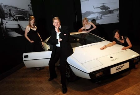 http://luxurylaunches.com/wp-content/uploads/2012/12/James_Bond_Lotus_1.jpg