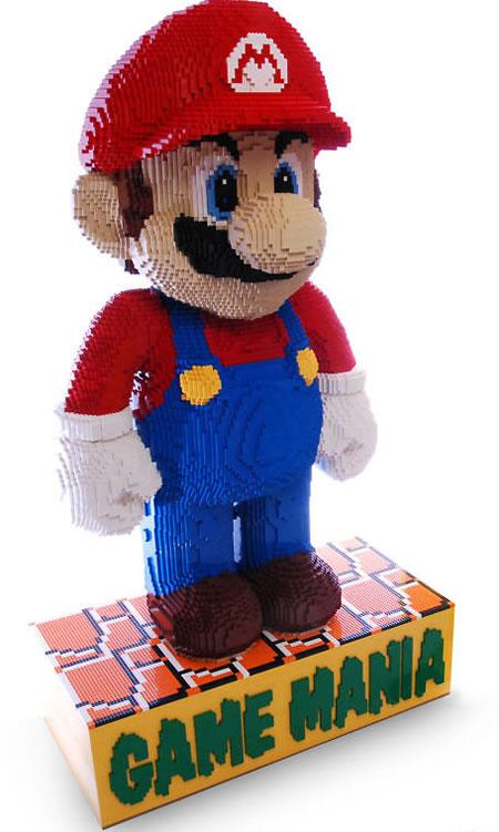 LEGO_Mario_statue
